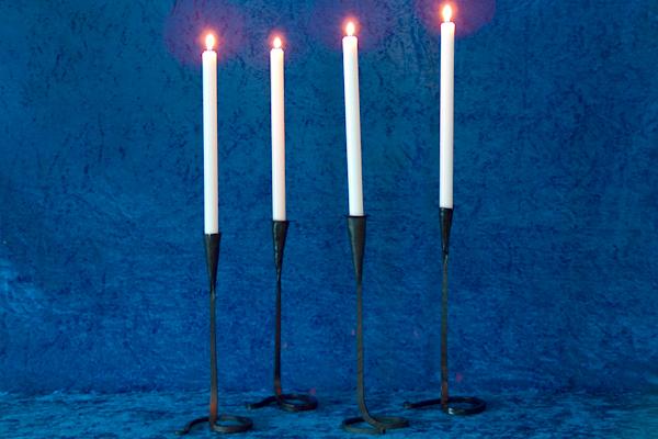 Ljusstakar - Bordsljusstake med vriden fot.