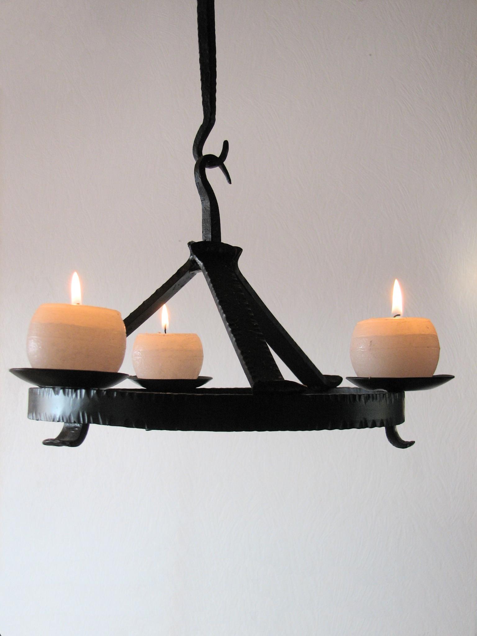 Ljuskronor - Ljuskrona för tre grova ljus.